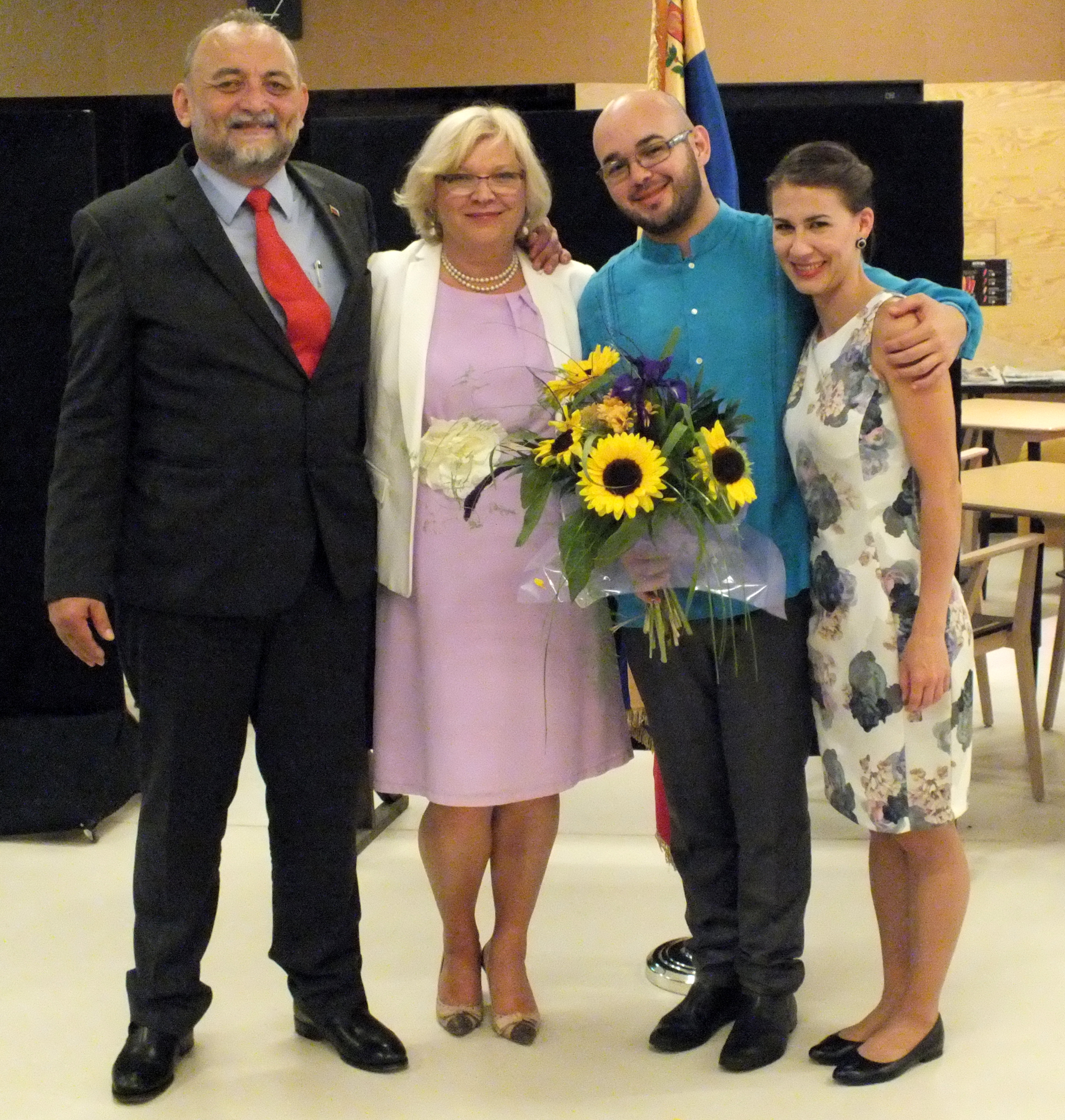 De izquierda: Embajador Luis Gómez Urdaneta, esposa del Embajador Natalia Simon, el pianista Alfredo Ovalles, novia del pianista Marta Gardolinska